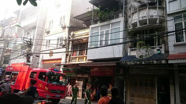 Hà Nội: Cháy nghi ngút trên phố Hàng Than