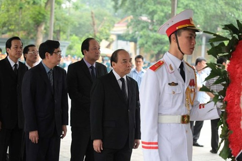 Thủ tướng Nguyễn Xuân Phúc vào viếng 9 quân nhân hy sinh cùng CASA-212 số hiệu 8983.