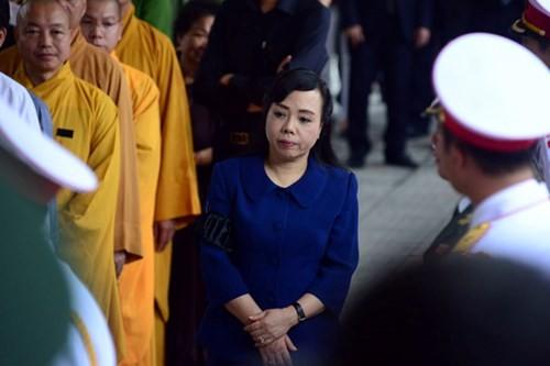 Đoàn Bộ Y tế do Bộ trưởng Nguyễn Thị Kim Tiến dẫn đầu vào viếng.