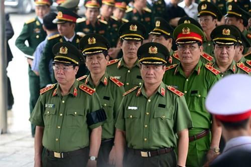 Đoàn Bộ Công an do Thứ trưởng Bùi Văn Nam dẫn đầu vào viếng.