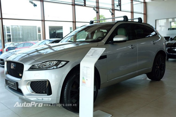 Mẫu SUV thể thao mới toanh Jaguar F-Pace cũng có giá chỉ 100.970 euro tức là tương đương khoảng 2,48 tỉ đồng.