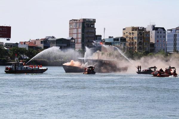 Tàu quân y Việt Nam lần đầu diễn tập cùng tàu Hải quân Mỹ