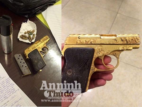Tang vật súng, đạn và ma túy thu giữ trong túi da của Nguyễn Đình Chiến.