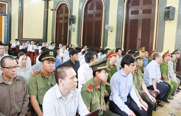 Các bị cáo tại phiên tòa - Ảnh: Hồng Cơ.