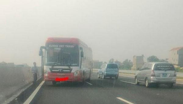 Chiếc xe khách của nhà xe Việt Thanh đi ngược chiều trên cao tốc Hà Nội - Hải Phòng