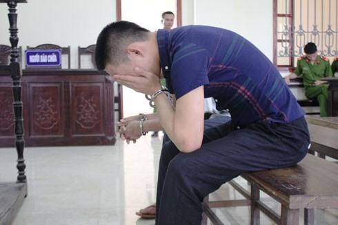 Khi nhận mức án 20 năm tù, Hân bật khóc.