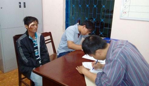 Hung thủ hiếp dâm em vợ (bên trái) bị bắt giữ.