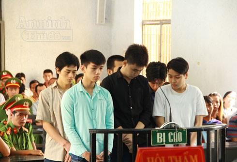 Nhóm đối tượng côn đồ do Vương Quốc Trung cầm đầu tại phiên xét xử