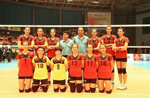 Các VĐV của đội tuyển nữ VN duyên dáng trong trang phục thi đấu của nhà tài trợ Động Lực.