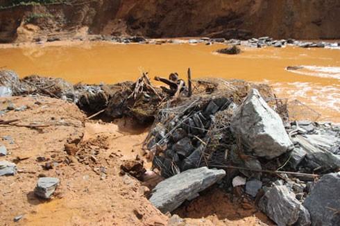 Vỡ đường ống dẫn dòng công trình thủy điện Sông Bung 2.