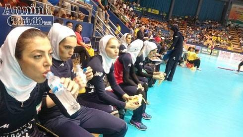 Các VĐV Iran thi đấu trong trang phục đạo Hồi kín đáo. Ảnh: Mai Thế Hưng