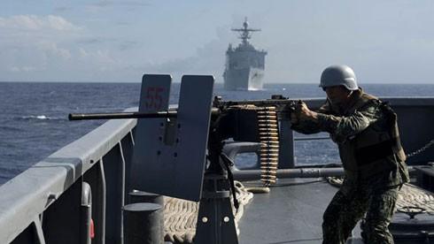 Tổng thống Philippines tuyên bố sẽ không cho phép hải quân nước này tuần tra chung với Mỹ ở Biển Đông.