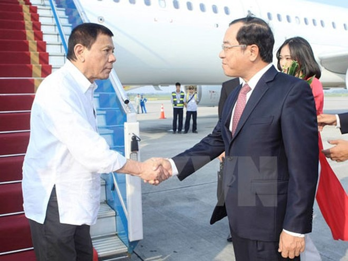 Tổng thống Philippines Duterte đã đến Nội Bài, bắt đầu thăm Việt Nam