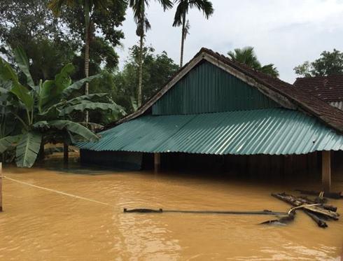 10 xã của huyện miền núi Hương Khê vẫn ngập nặng trong nước.