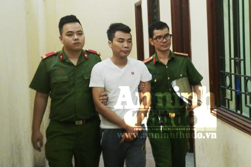Trịnh Ngọc Tuấn ( áo trắng) - đối tượng lái xe tải đâm thẳng vào CSGT.
