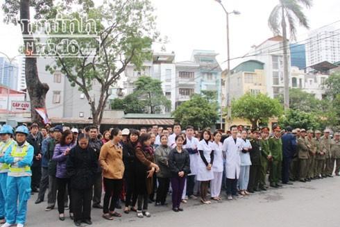 Lễ ra quân dọn dẹp, đảm bảo vệ sinh môi trường tại Bệnh viện Phụ sản Hà Nội.