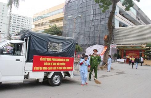 Cán bộ nhân viên BV Phụ sản Hà Nội hăng hái tham gia phong trào dọn vệ sinh môi trường