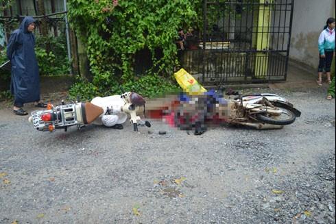 Hiện trường vụ tai nạn giao thông nghiêm trọng giữa 2 xe máy làm 3 học sinh thương vong.