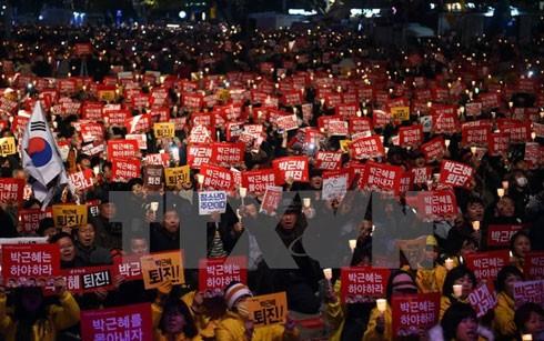 Biểu tình đòi Tổng thống Park Geun-hye từ chức
