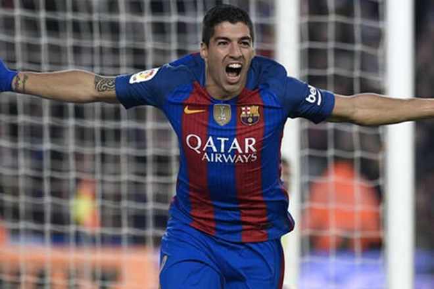 Việc Suarez ký hợp đồng kéo dài thêm 3 năm nữa có thể vực lại tinh thần của Barca