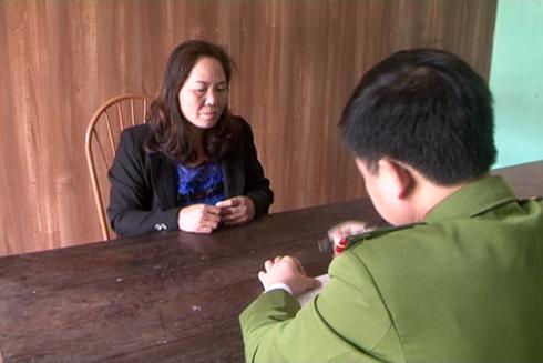 Đối tượng Lý Thị Chung tại cơ quan điêu tra.
