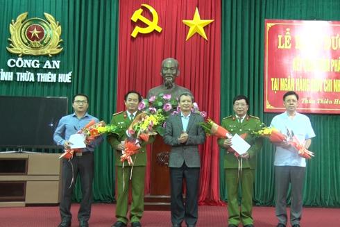 Ban lãnh đạo Công an tỉnh đã tổ chức khen thưởng cho ban chuyên án trong vụ án cướp ngân hàng tại Chi nhánh ngân hàng BIDV tại TP Huế.
