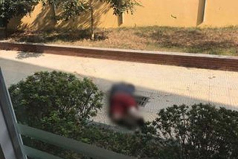 Nạn nhân tử vong sau khi rơi từ tầng 5 xuống đất.