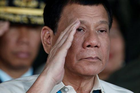 Ông Duterte từng ra lệnh ném tội phạm khỏi trực thăng (Ảnh: Reuters)