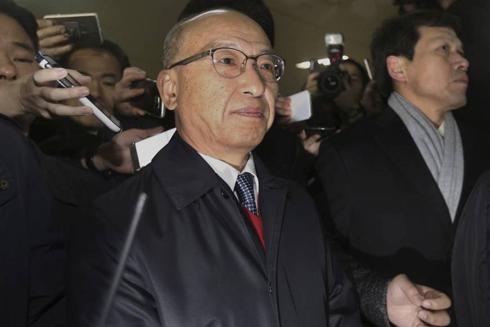 Hàn Quốc bắt giữ cựu Bộ trưởng Y tế sau khi luận tội tổng thống ảnh 1