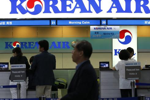 Tiếp viên hàng không Hàn Quốc được dùng súng điện ảnh 1