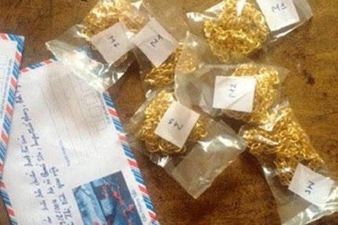 Toàn bộ 5 túi vàng đem đến đổi đều là vàng giả (ảnh minh họa).