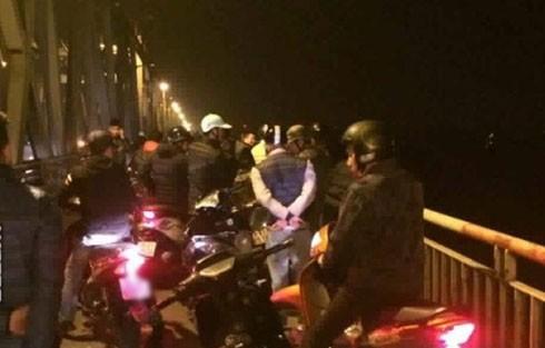 Giao thông ùn tắc trên cầu Chương Dương tại thời điểm xảy ra vụ việc.
