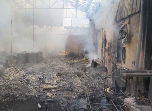 Hiện trường vụ cháy kho hóa chất.