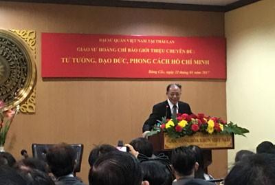 Giáo sư Hoàng Chí Bảo nói chuyện về Bác Hồ.