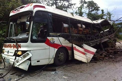 Vụ nổ xe khách do pháo khiến 8 người tử vong.