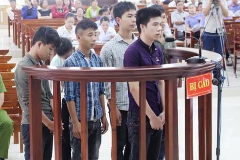 Các bị cáo tại phiên tòa xét xử sáng 17-8.