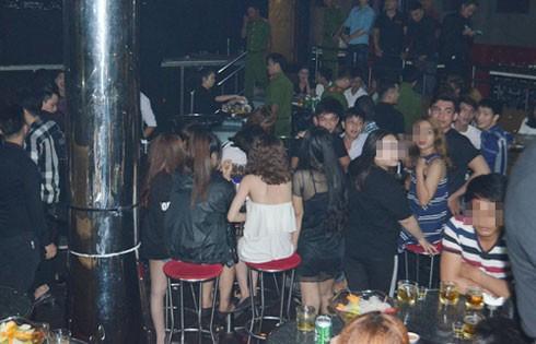 Các quán bar, nhà hàng trong thành phố Hồ Chí Minh bị đồng loạt kiểm tra.