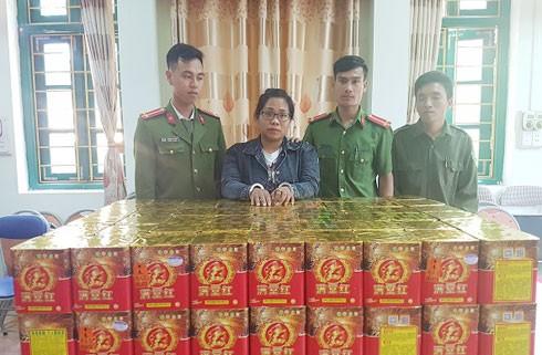 Đối tượng vận pháo hoa trái phép từ Trung Quốc về Việt Nam tiêu thụ, bị bắt giữ.