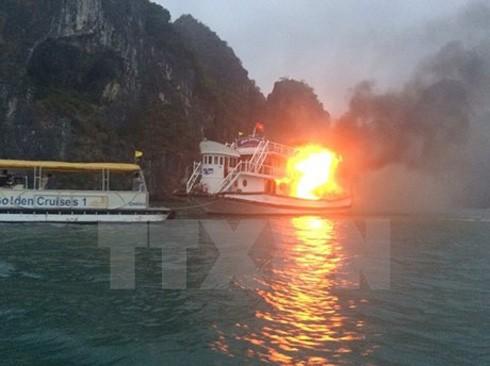 Tàu phát nổ.
