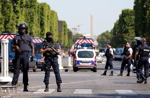 Pháp cảnh báo âm mưu tấn công khủng bố.