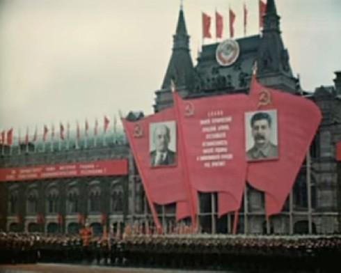 Toàn cảnh Lễ duyệt binh mừng chiến thắng năm 1945.