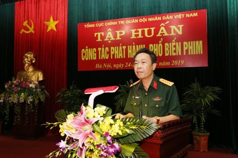 Đại tá Đinh Văn Thanh, Trưởng phòng Phát hành phim – băng hình, Cục Tuyên huấn phát biểu tại buổi tập huấn