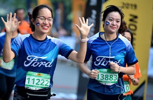 Các vận động viên bắt đầu giải chạy từ 4h sáng.