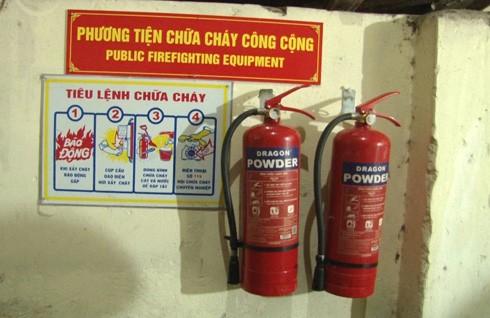 Bình bột chữa cháy và tiêu lệnh chữa cháy đã được lắp đặt tại nhiều ngõ sâu trên địa bàn phường Hàng Buồm.