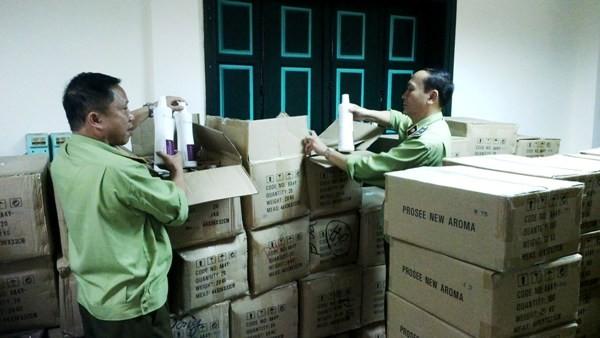 Lực lượng chức năng kiểm tra, phát hiện hơn 7 tấn mỹ phẩm nhập lậu