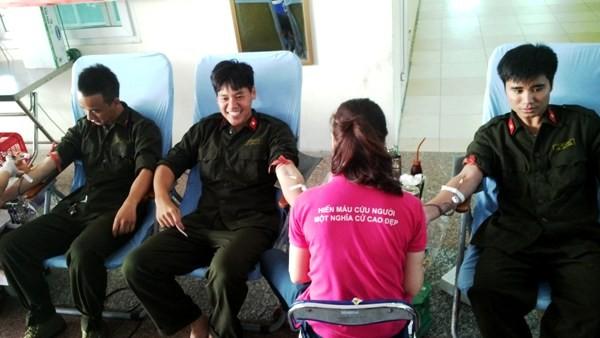 Sôi nổi hoạt động hiến máu tình nguyện tại Trung tâm huấn luyện và bồi dưỡng nghiệp vụ CATP Hà Nội ảnh 2