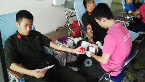 Chương trình đã thu được gần 300 đơn vị máu phục vụ công tác nhân đạo
