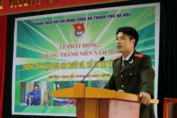 Đại ủy Bùi Nhật Quang - Bí thư Đoàn thanh niên CATP Hà Nội phát biểu tại lễ phát động