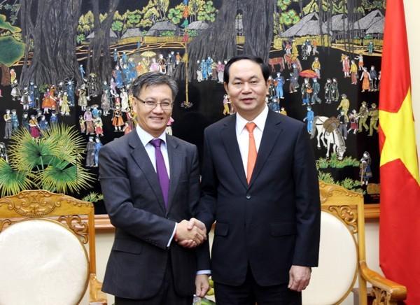 Đại tướng Trần Đại Quang, Bộ trưởng Bộ Công an và ngài Thoong-xa-vẳn Phôm-vi-hản, Đại sứ đặc mệnh toàn quyền nước CHDCND Lào tại Việt Nam