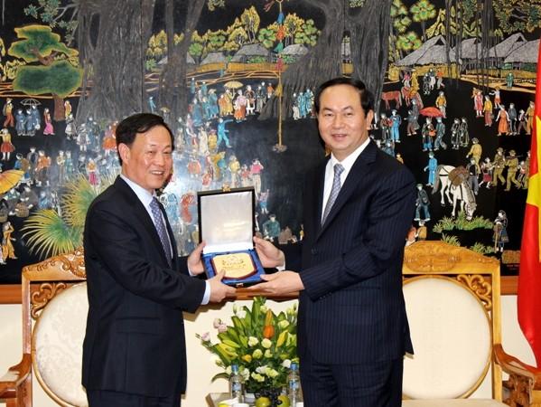 Bộ trưởng Bộ Công an Việt Nam Trần Đại Quang và Thứ trưởng Bộ Công an Trung Quốc Mạnh Khánh Phong (ảnh từ phải sang)